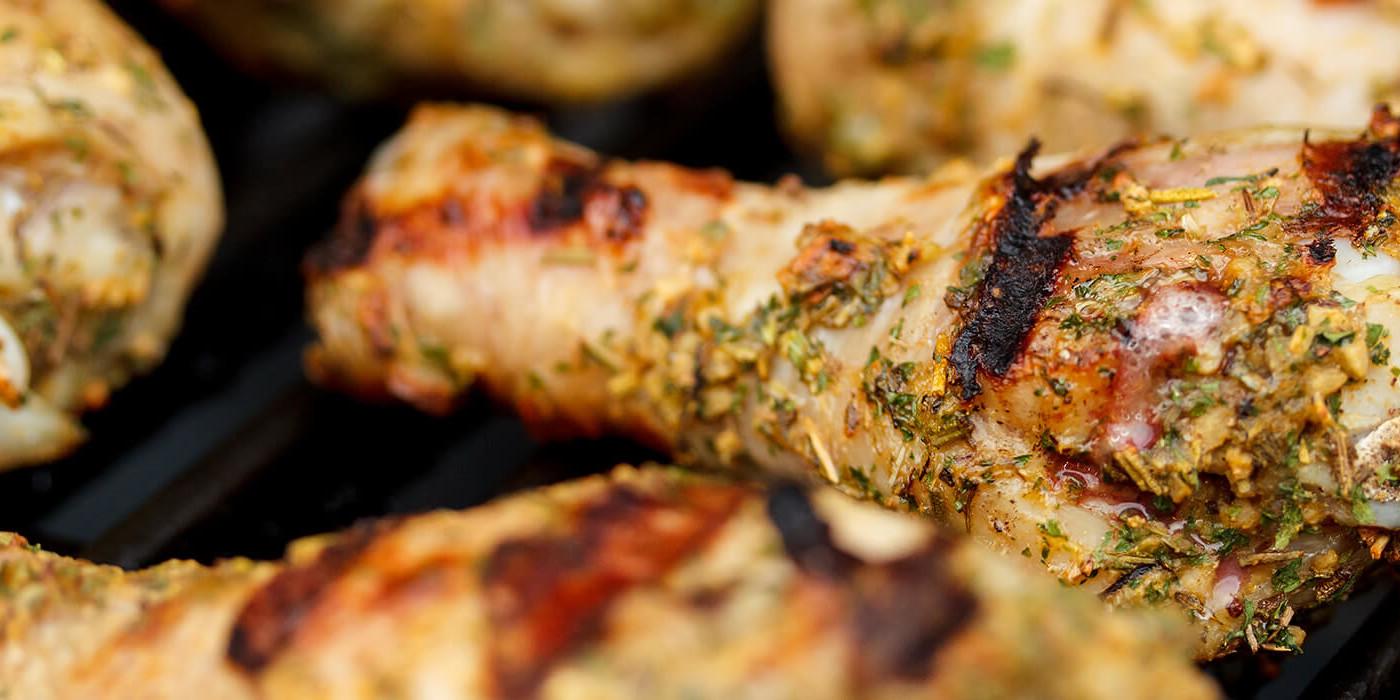 Gegrilltes Hühnchen auf dem Grill - Grillen in den Sommerferien - Annaheim Wiebelskirchen